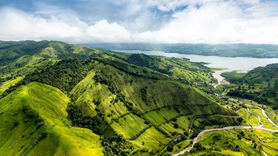 Dans le nord du Costa Rica, les environs du volcan Arenal sont classés parc national. Ils ...
