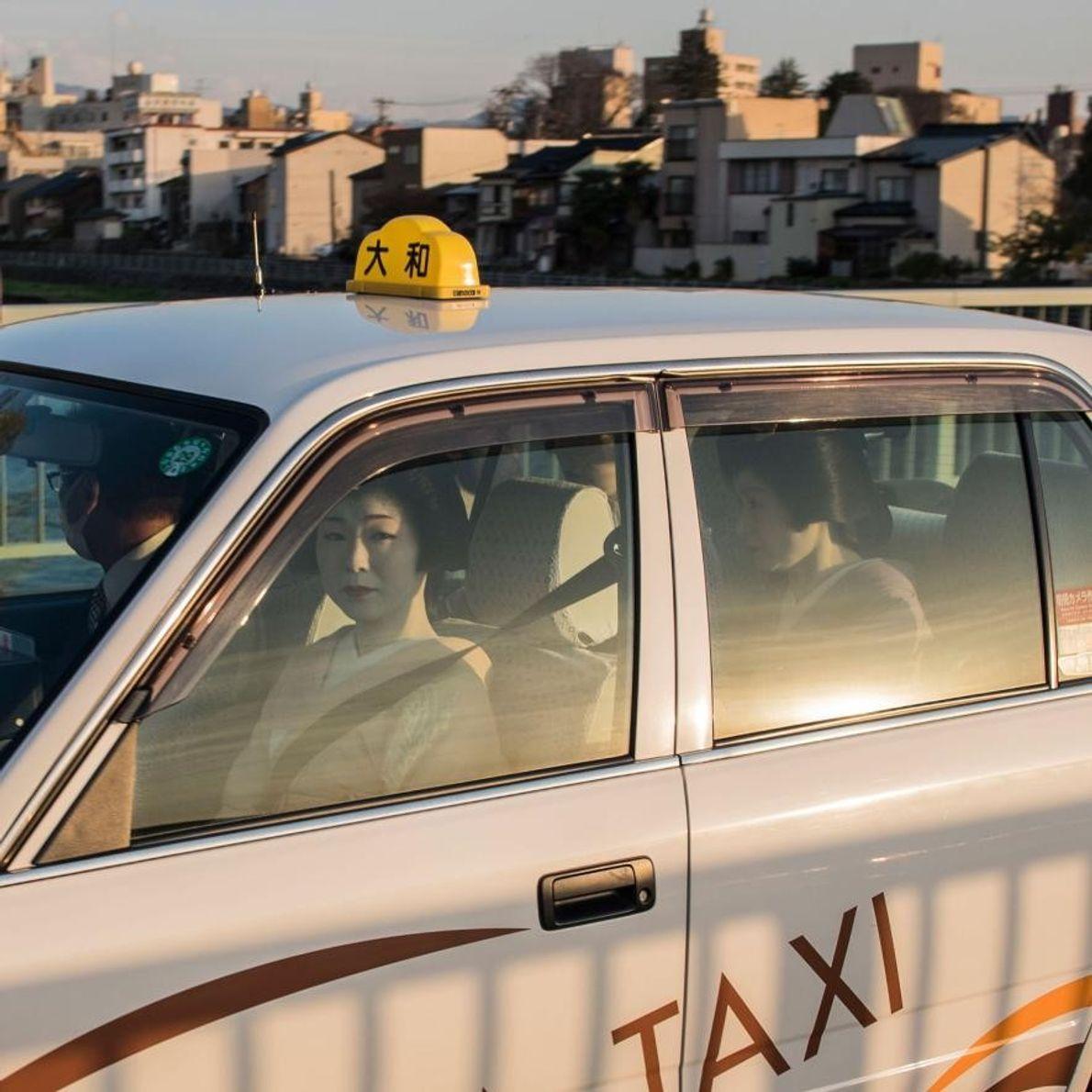 À Kanazawa, les quartiers des geisha existent depuis des centaines d'années. Les taxis sont apparus plus ...