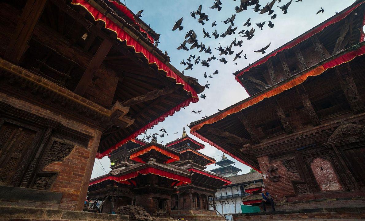 Kathmandu est surnommée la « ville des temples » et il n'est pas difficile de comprendre ...