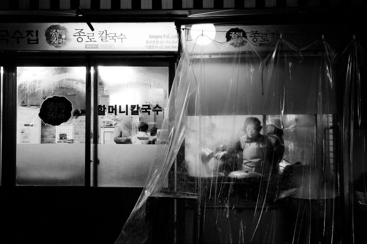 Aventurez-vous dans une ruelle de Séoul et découvrez un monde totalement nouveau. C'est ce qu'a fait ...