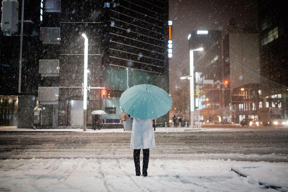 L'hiver, lorsque la neige recouvre la ville, les rues de Tokyo sont loin de leur agitation ...