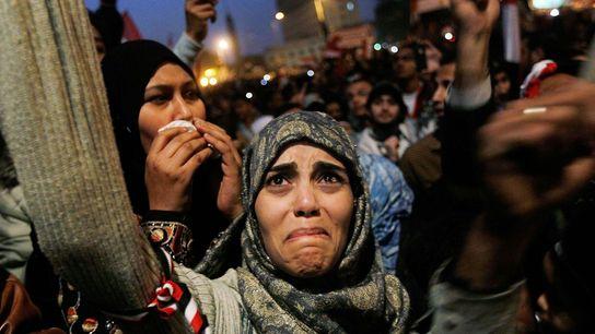 Sur la Place Tahrir, une jeune femme pleure après l'annonce de la démission du président égyptien ...