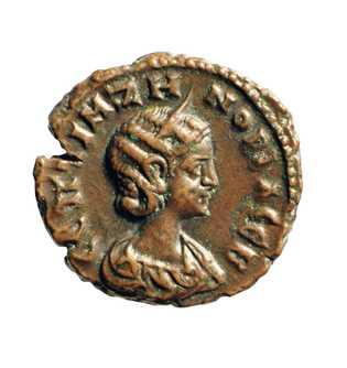 Un tétradrachme représentant le visage de Zénobie, frappé à Alexandrie vers 274 après Jésus-Christ, l'année probable ...