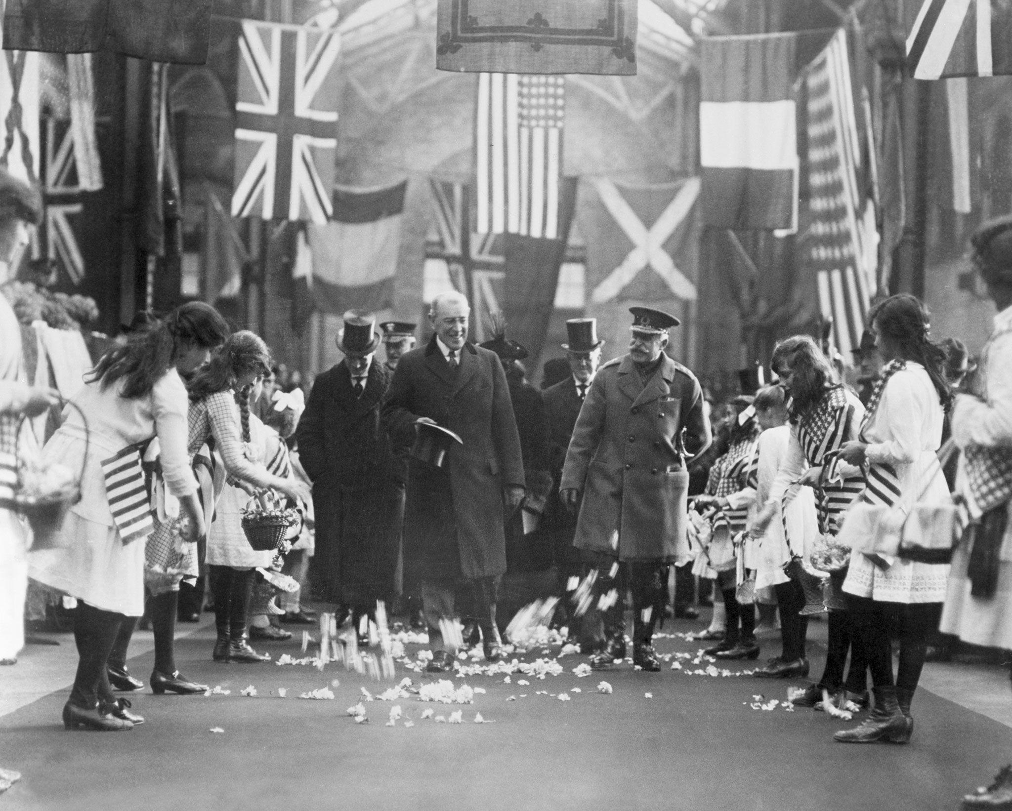 Comment le traité de Versailles a mis fin à la Première Guerre mondiale et préparé la seconde